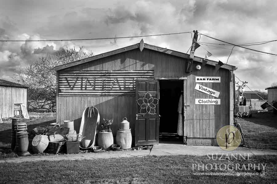 Bar Farm Antiques Collectables Barmby Moor 0050 bw